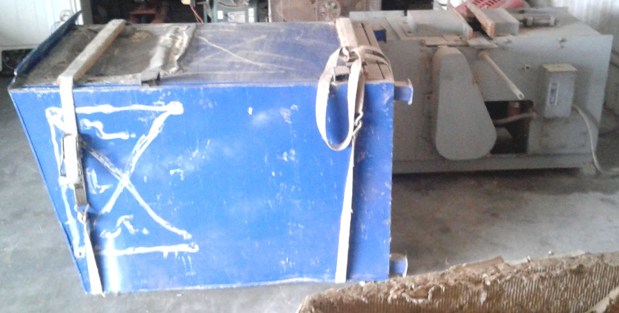 Single Head Pallet Notcher 20 HP 230/460V with Blower and Mulch Collector