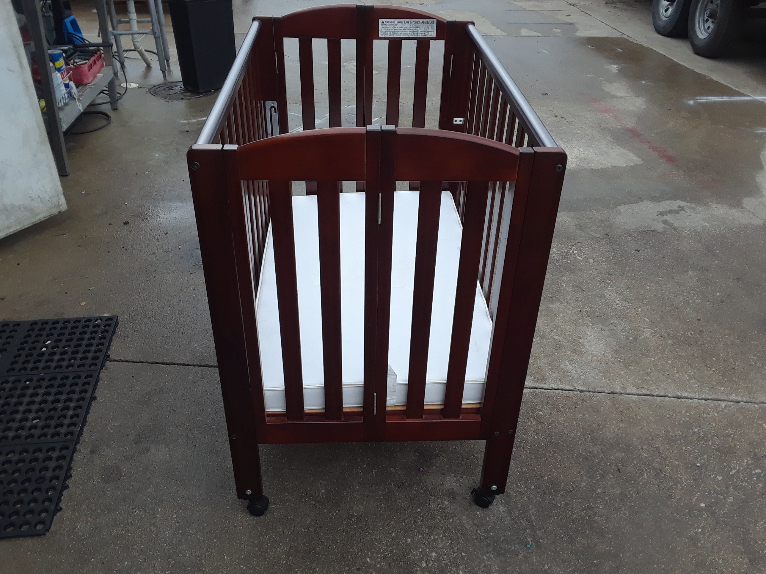 Dream on Me Wood folding Crib - Local pickup only in Fort Worth, Tx
