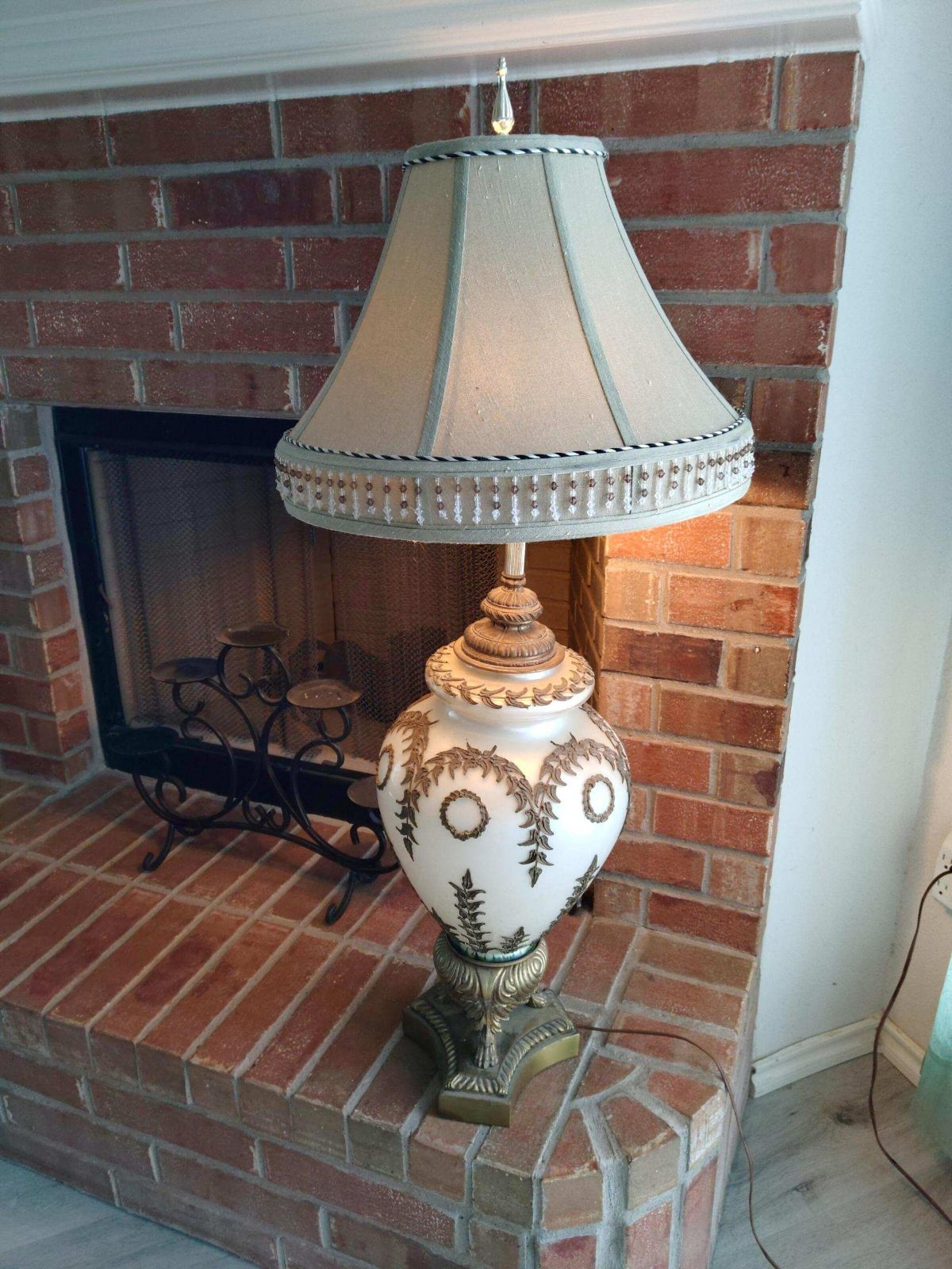 Table Lamp with Leaf Accents